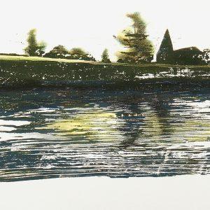 An dem Fluss sitzend und hinüber schauend